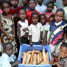 01_food_distribution_bread_distribution_small.jpg