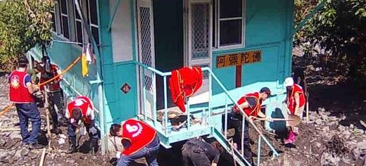 Family_International_team_working_to_clear_a_house.jpg